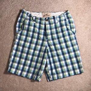 Hollister Co. Men's Green Plaid Classic Fit Shorts